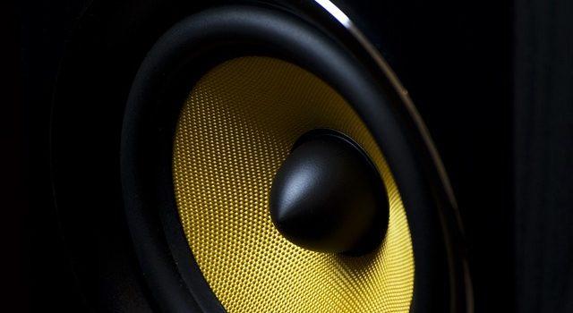 yellow-speaker01_350