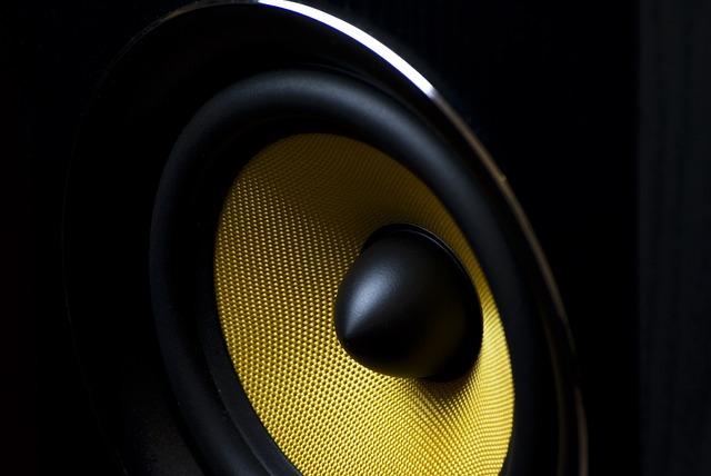 yellow-speaker01