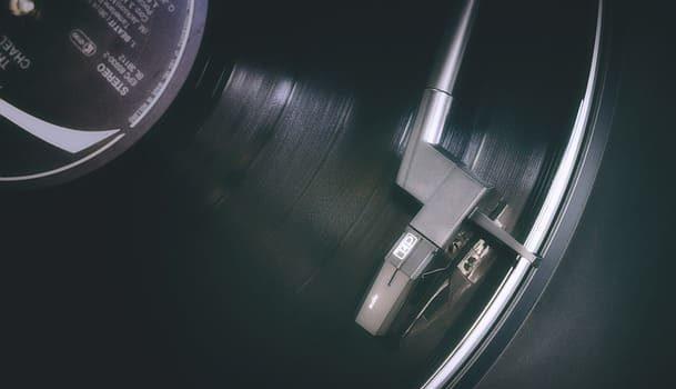 record-4043223_640