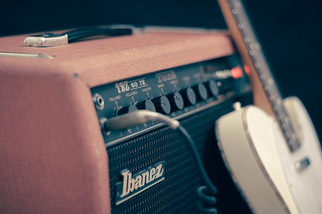 ギター等の楽器はライン/マイク、どちらで録音すべきか?